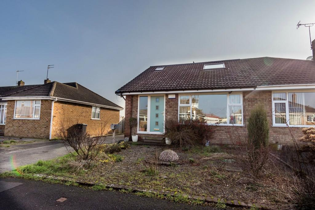 3 Bedrooms Semi Detached Bungalow for sale in Low Moor Avenue, Fulford, YORK