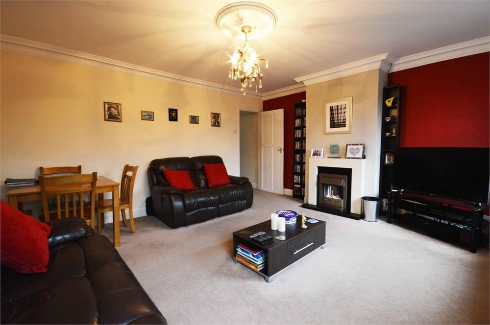 2 Bedrooms Flat for sale in First Floor Flat, Main Road, Sutton at Hone
