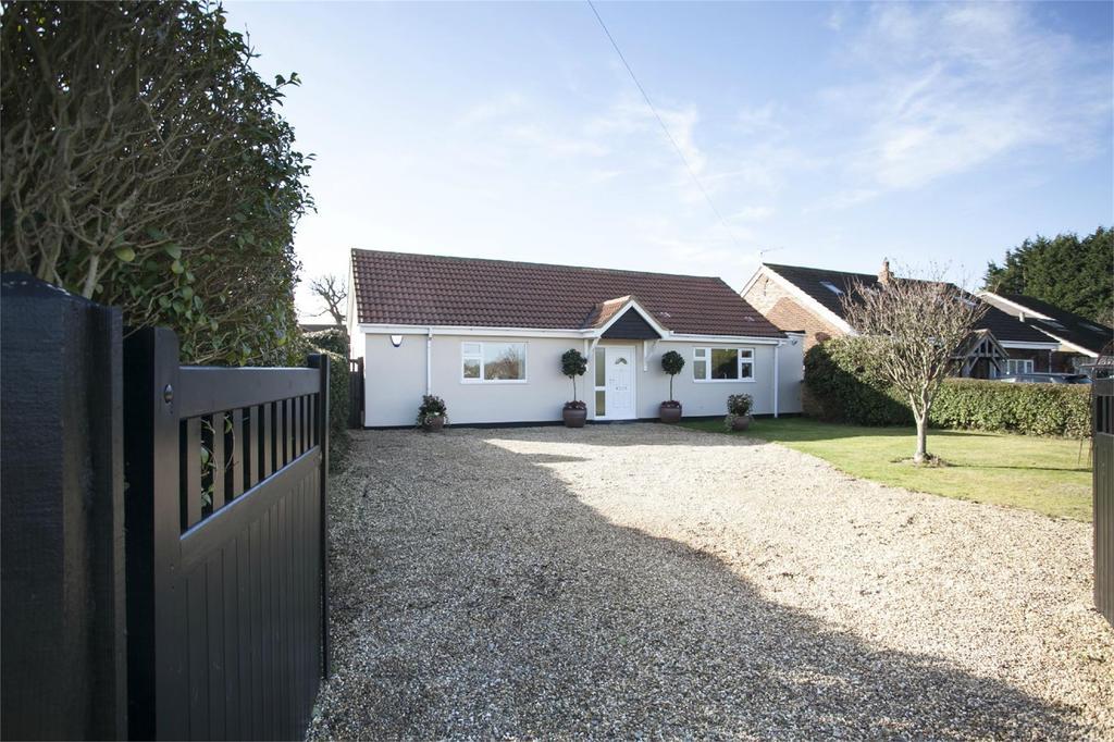 4 Bedrooms Detached Bungalow for sale in Fishers Green, Stevenage, Hertfordshire