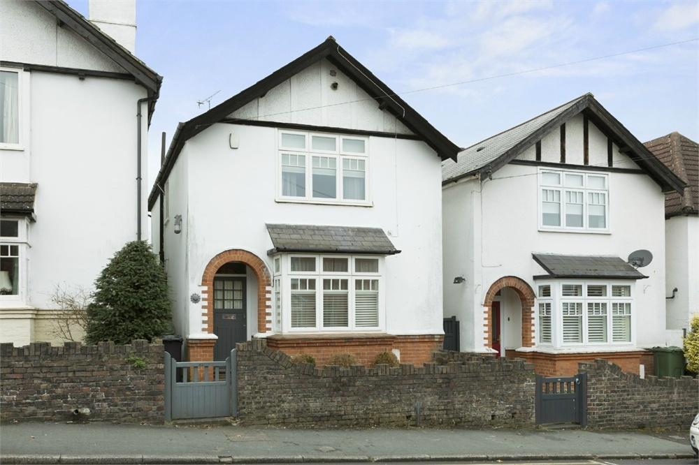 3 Bedrooms Detached House for sale in Agraria Road, Guildford, Surrey