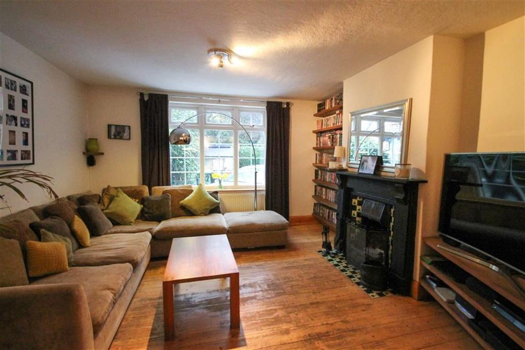 2 Bedrooms Semi Detached House for sale in London Road, Leftwich