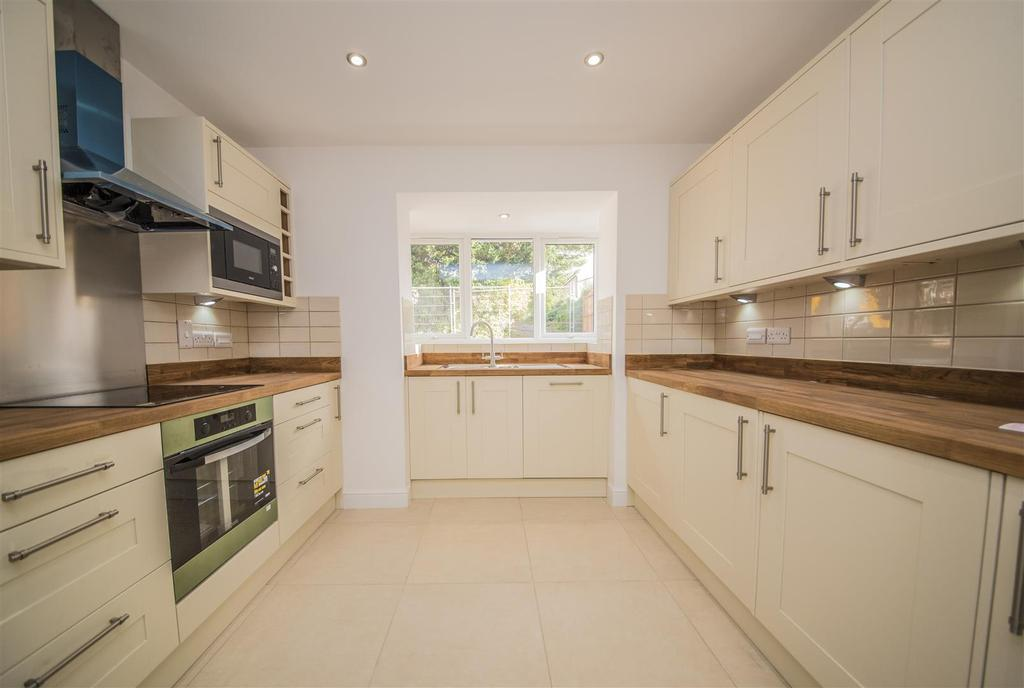 3 Bedrooms Detached House for sale in Rugby Close, Market Harborough
