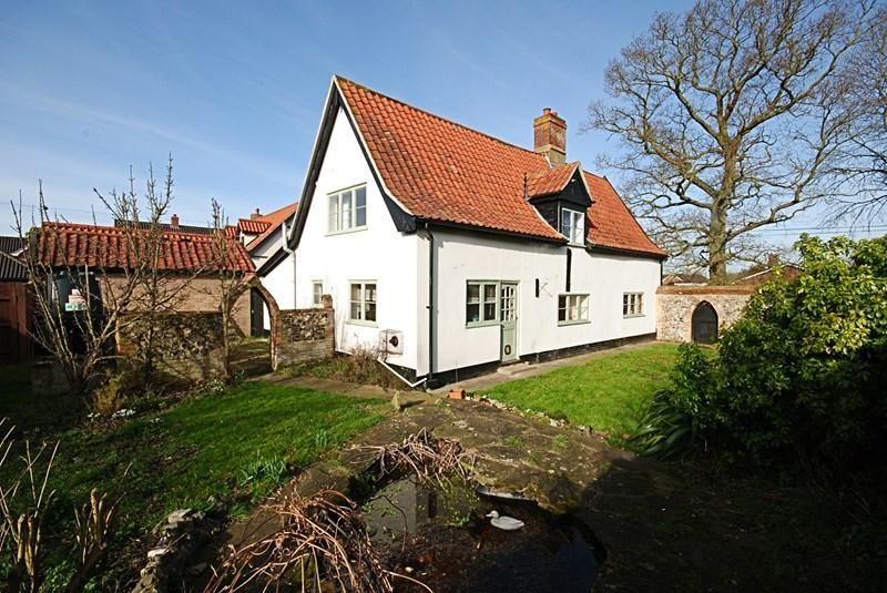 3 Bedrooms Detached House for sale in High Green, Great Moulton, Norwich