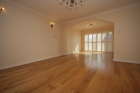 5 bedroom detached house to rent - Tall Elms Close Bromley BR2