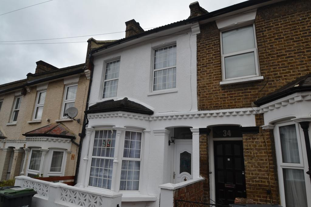 3 Bedrooms Terraced House for sale in Harvard Road London SE13