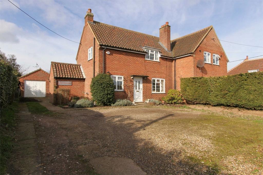 3 Bedrooms Semi Detached House for sale in Hingham Road, Great Ellingham, Norfolk