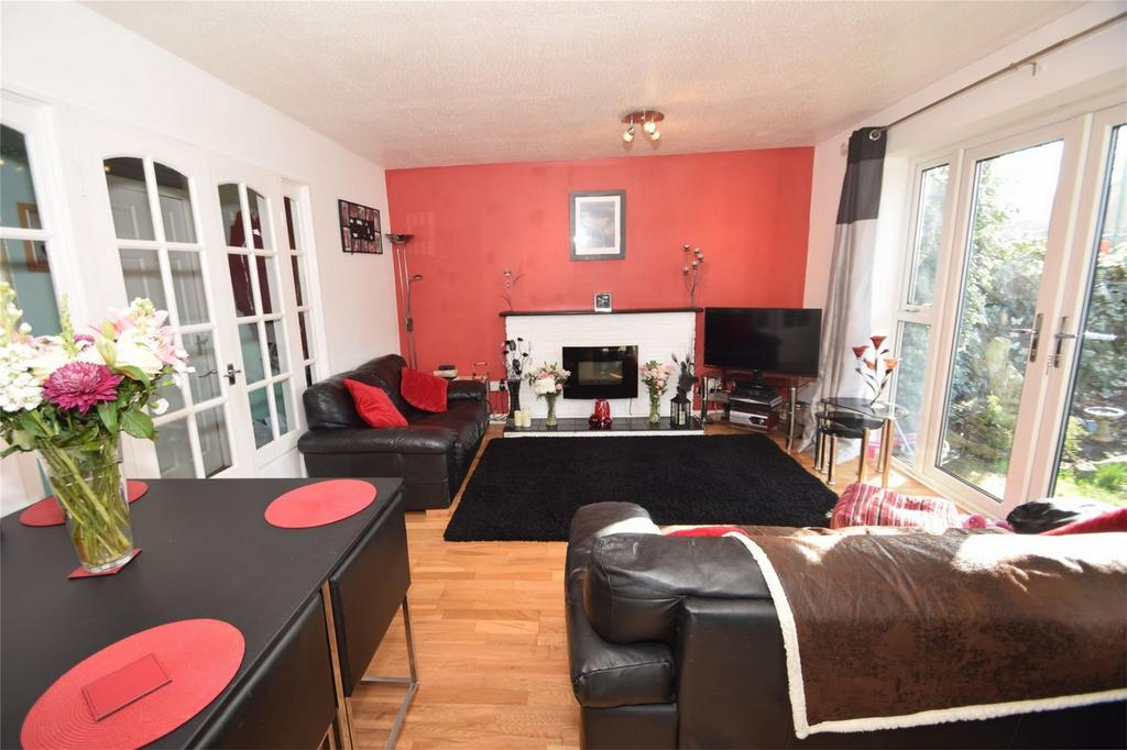 2 Bedrooms Ground Maisonette Flat for sale in Tatler Close, Lordswood, Kent