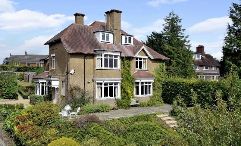 5 Bedrooms Detached House for sale in Fort Road, Guildford