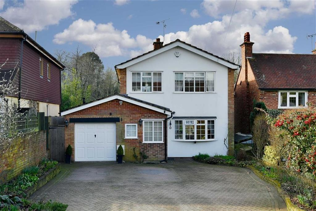 3 Bedrooms Detached House for sale in Epsom Lane South, Tadworth, Surrey