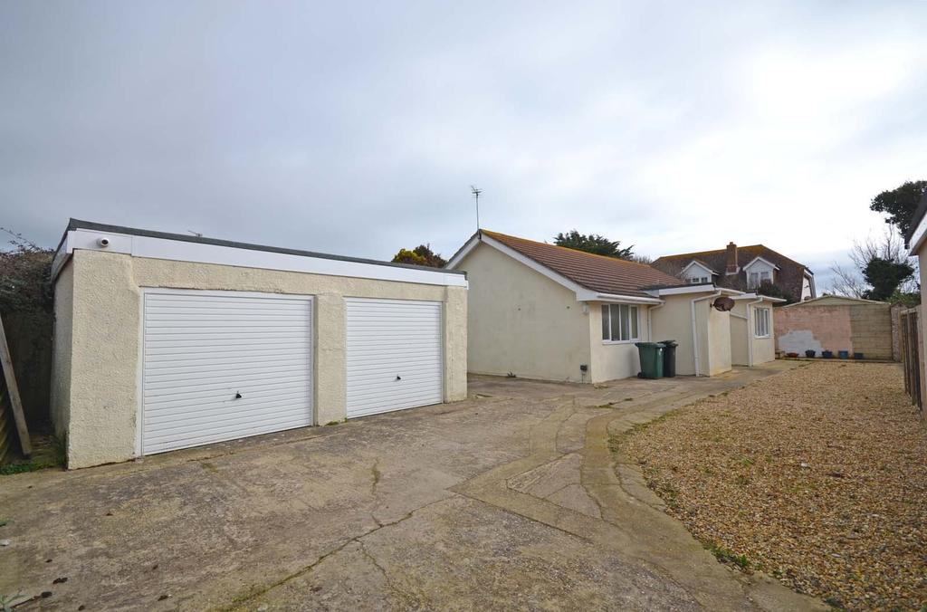 3 Bedrooms Detached Bungalow for sale in Seal Road, Selsey, PO20
