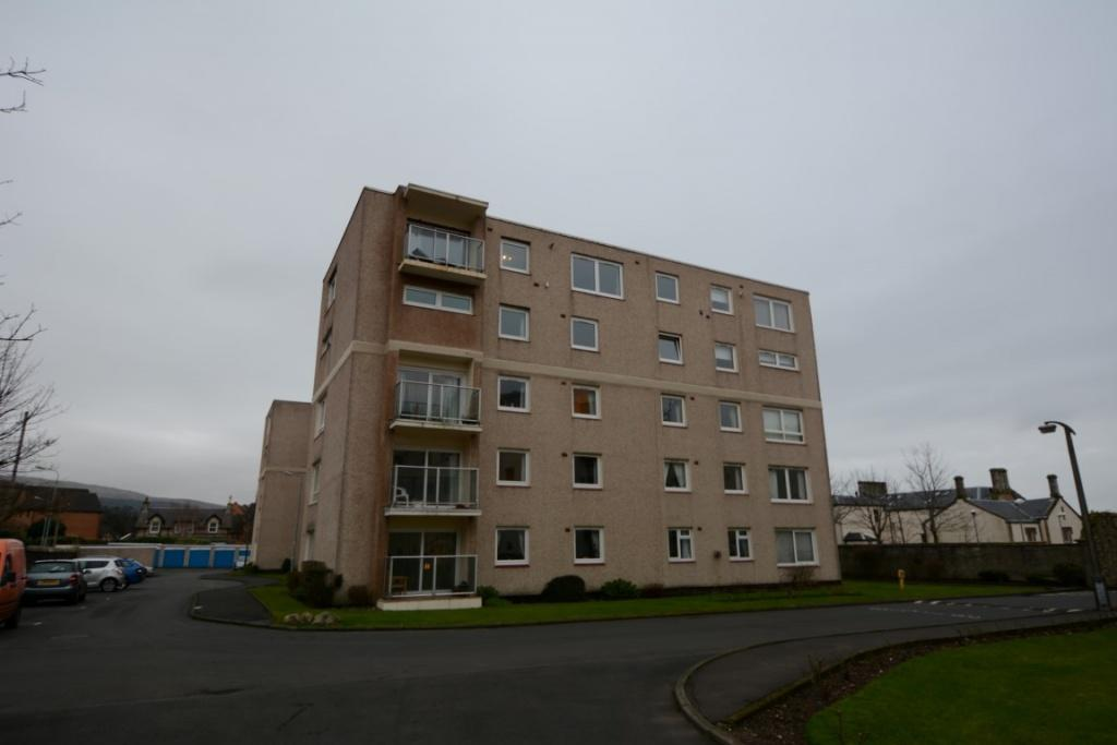 2 Bedrooms Flat for sale in 58 Castlebay Court, Largs, KA30 8DP