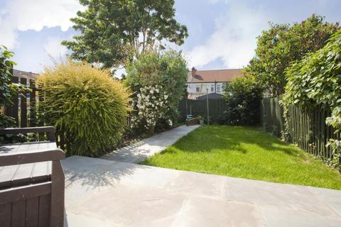 3 bedroom terraced house to rent - Bodiam Road, London, SW16