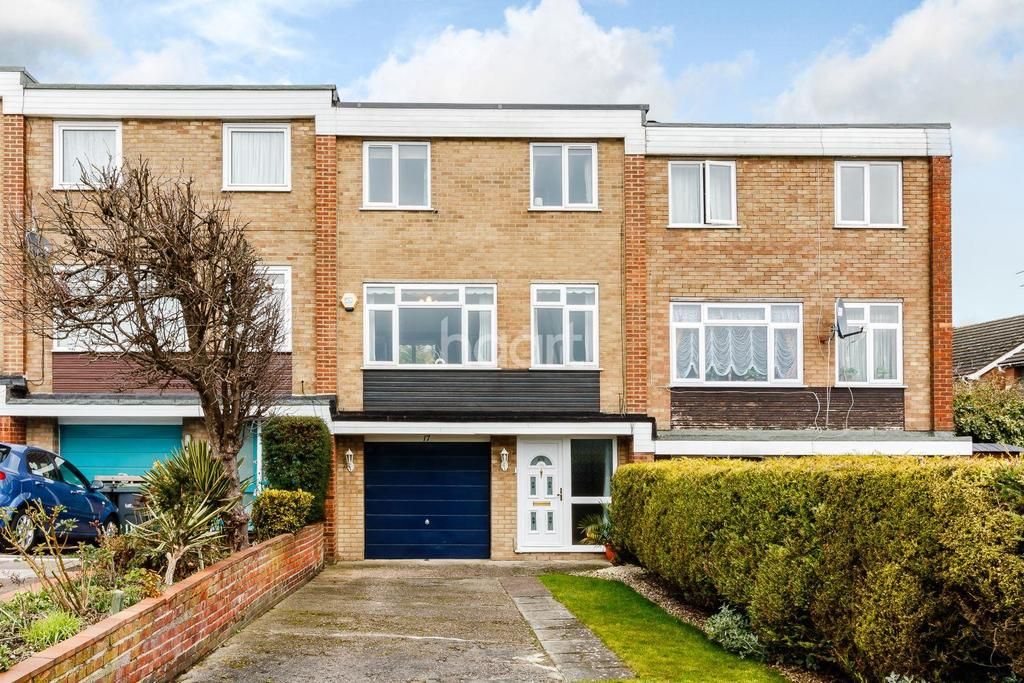 3 Bedrooms Terraced House for sale in St Josephs Close, Luton