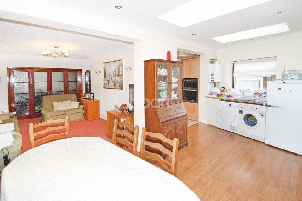 4 Bedrooms Semi Detached House for sale in Malford Grove, Firs Estate, South Woodford, E18