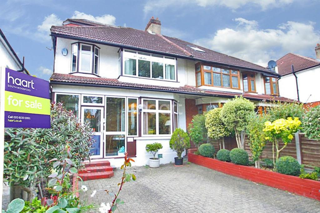 4 Bedrooms Semi Detached House for sale in London