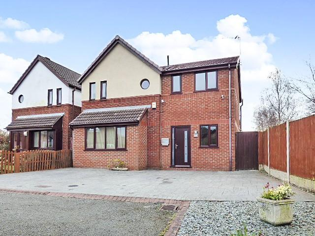 4 Bedrooms Detached House for sale in Ringwood Close, Gorse Covert, Warrington