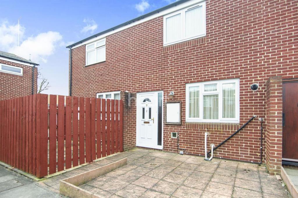 2 Bedrooms Terraced House for sale in Copinger Walk, Edgware, Middx, HA8
