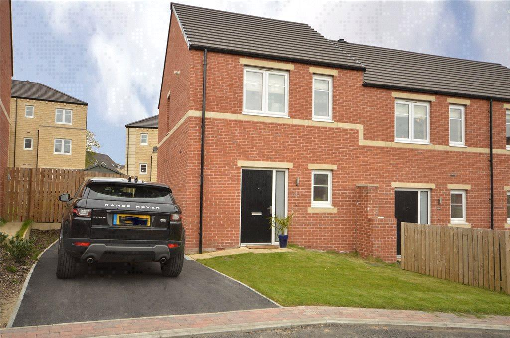 2 Bedrooms Semi Detached House for sale in Harewood Drive, Apperley Bridge, West Yorkshire