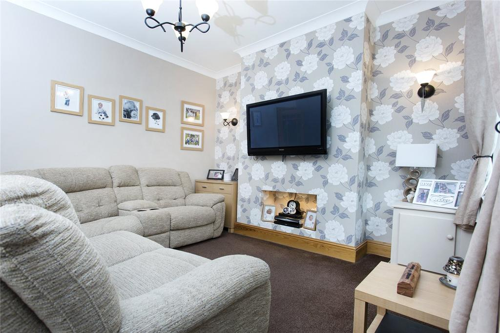 2 Bedrooms Terraced House for sale in Dickinson Terrace, Featherstone, WF7