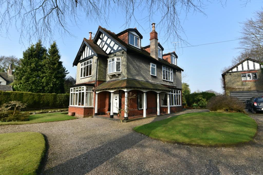 6 Bedrooms Detached House for sale in Parrs Lane, Aughton