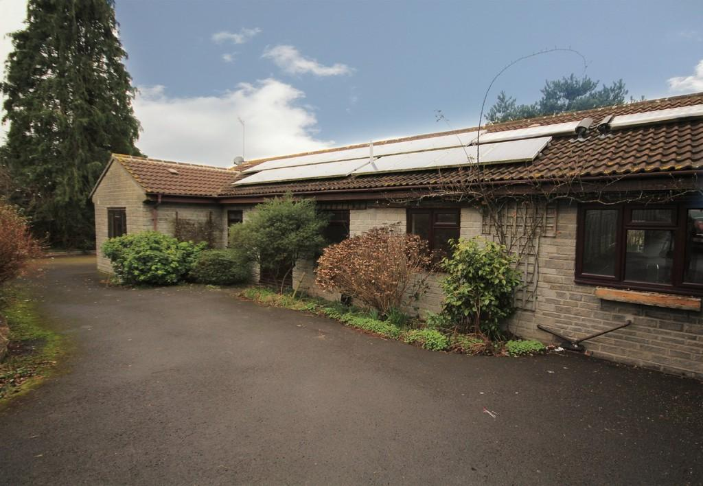 3 Bedrooms Detached Bungalow for sale in Church Lane, Bishop Sutton