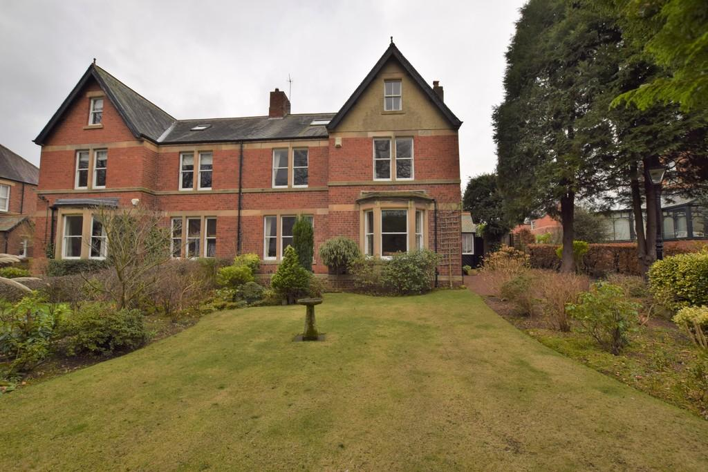 5 Bedrooms Semi Detached House for sale in The Crescent, Wylam, Northumberland