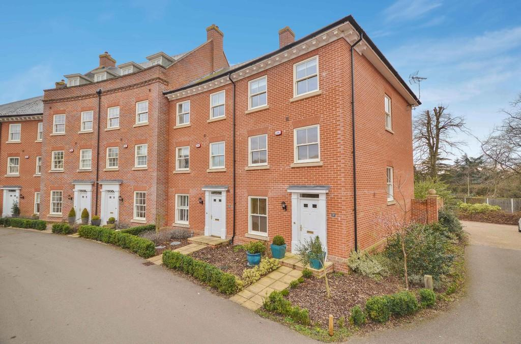 4 Bedrooms End Of Terrace House for sale in Lawford Place, Lawford, Manningtree, Essex