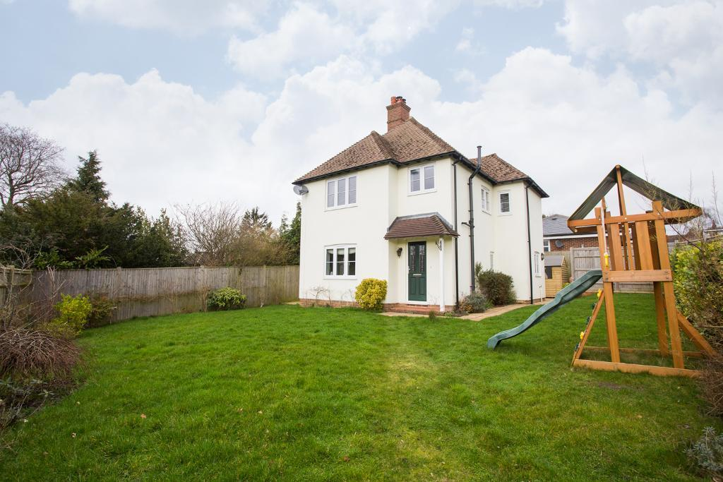 3 Bedrooms Detached House for sale in Lavender Heath Gardens, Heathfield, East Sussex, TN21 8FH