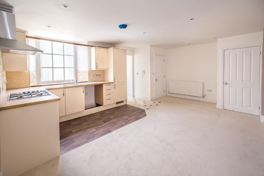 2 Bedrooms Flat for sale in High Street, Shepton Mallet