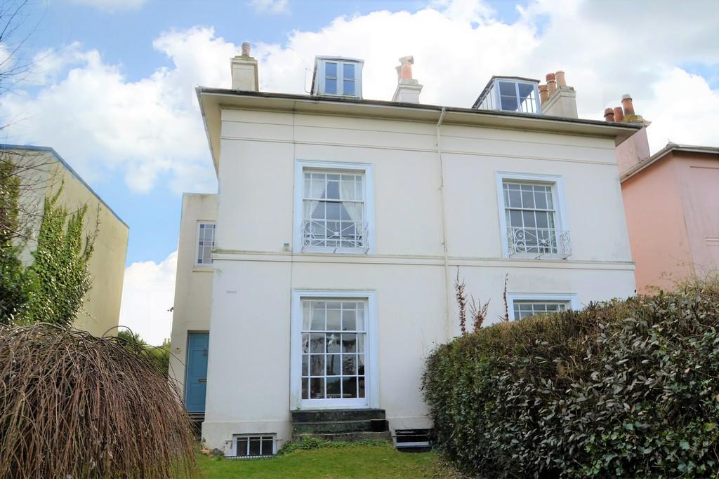 5 Bedrooms Semi Detached House for sale in Melville Street, Ryde