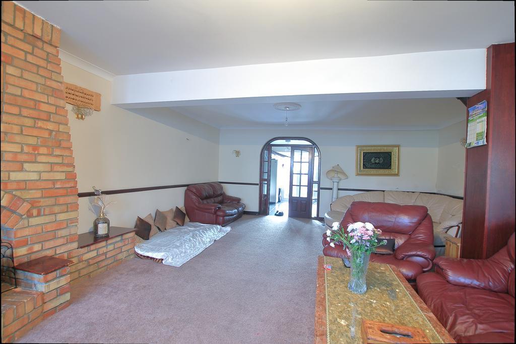 5 Bedrooms End Of Terrace House for sale in Wilmington Gardens, Barking IG11