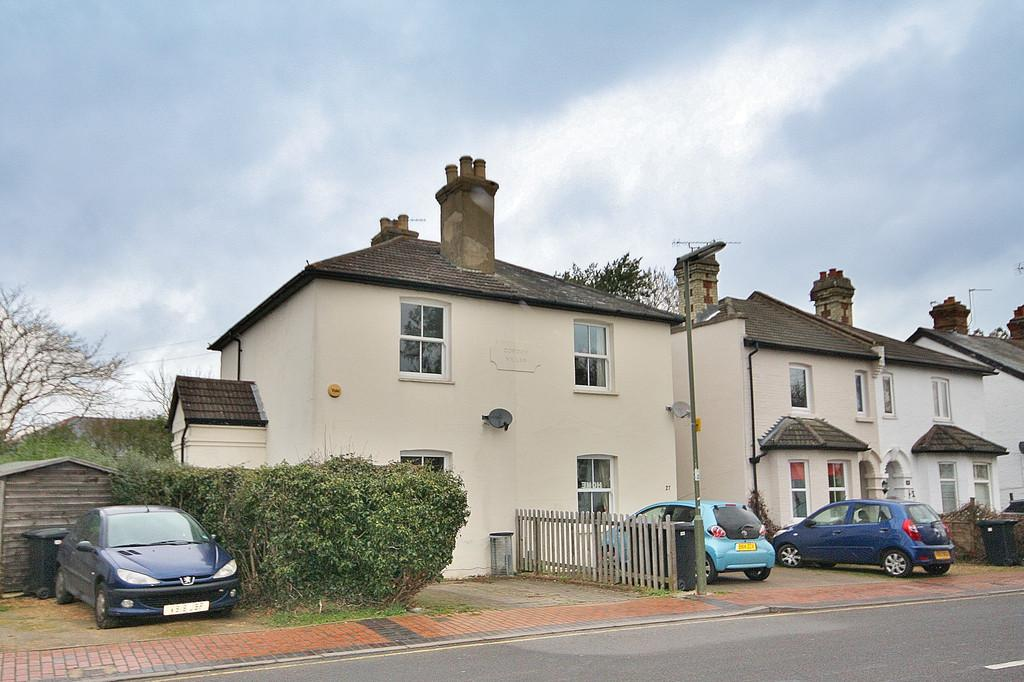 2 Bedrooms Semi Detached House for sale in St. John's, Surrey