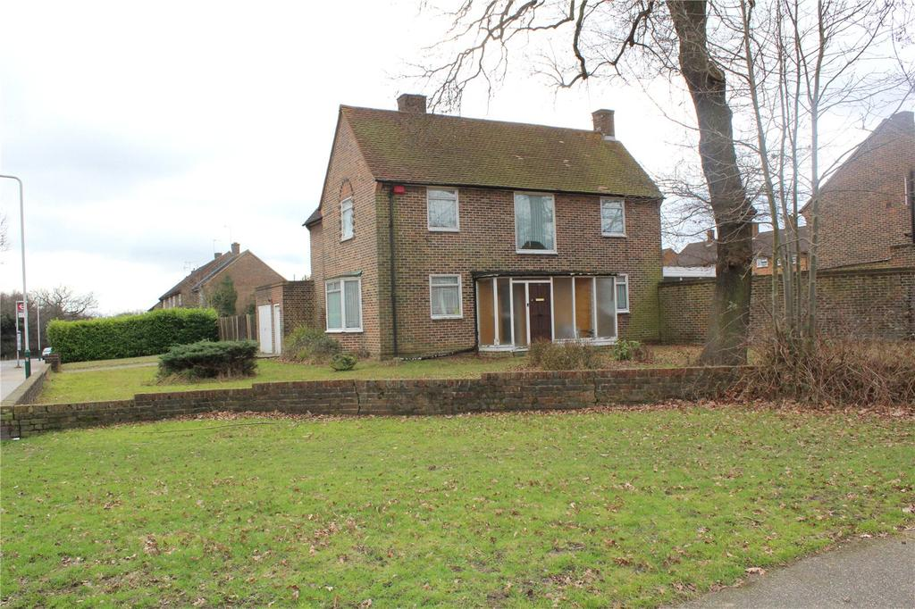 4 Bedrooms House for sale in Wrexham Road, Noak Hill, RM3