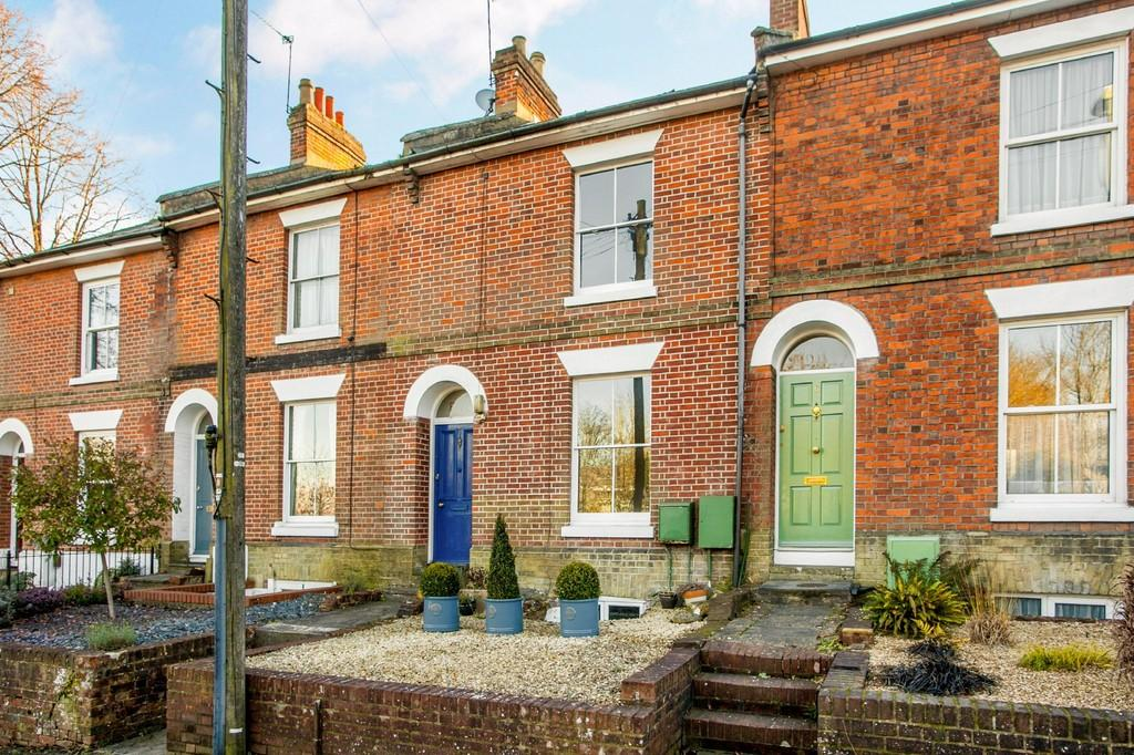 3 Bedrooms Terraced House for sale in Gladstone Street, Winchester, SO23