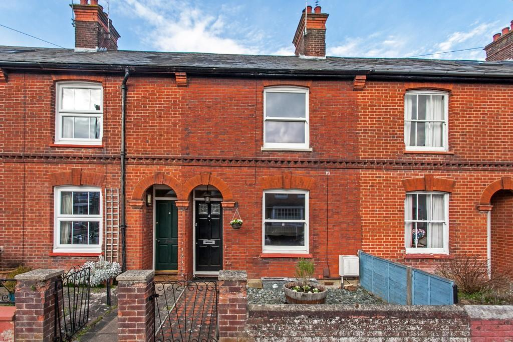 2 Bedrooms Terraced House for sale in St. Catherine's Road, Winchester, SO23