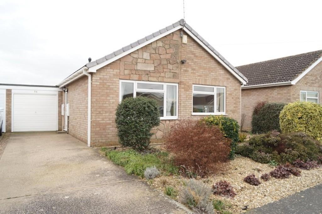 2 Bedrooms Detached Bungalow for sale in Hebden Moor Way, North Hykeham