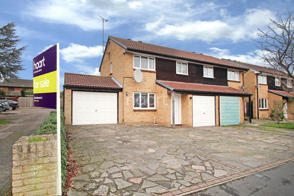 3 Bedrooms Semi Detached House for sale in Aubretia Close, Harold Wood, RM3 0XG