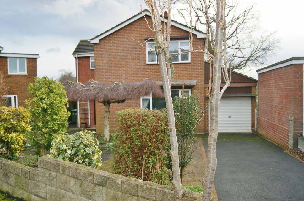 3 Bedrooms Detached House for sale in Rothesay Close, Wrexham