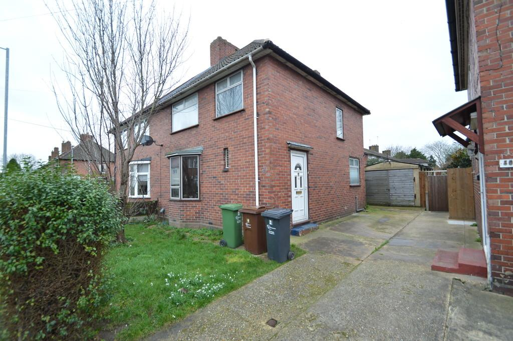 3 Bedrooms Semi Detached House for sale in Cannington Road, Dagenham