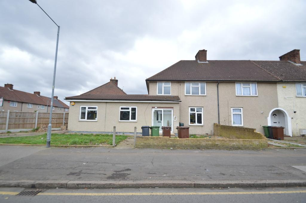 4 Bedrooms End Of Terrace House for sale in Langley Crescent, Dagenham