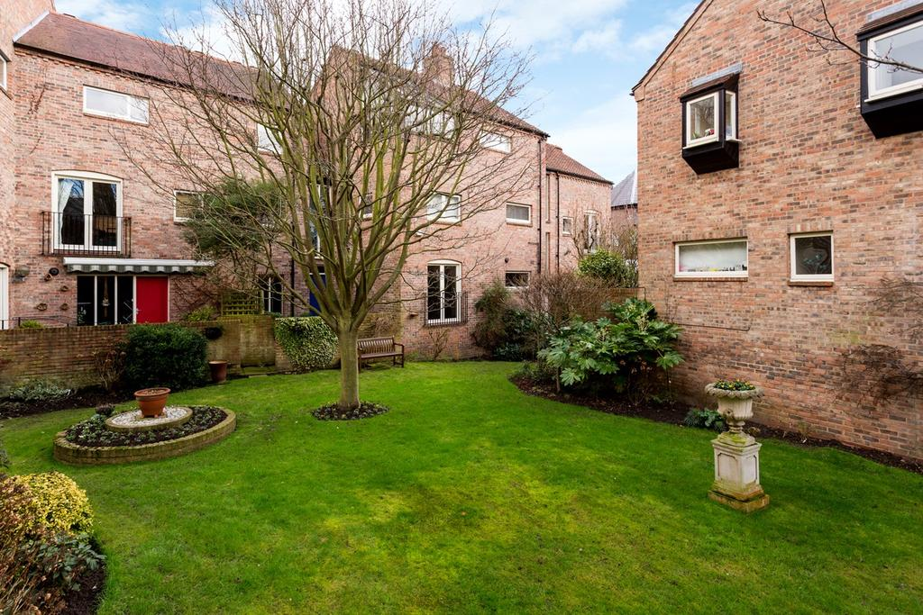 2 Bedrooms Apartment Flat for sale in St Andrewgate, York, YO1