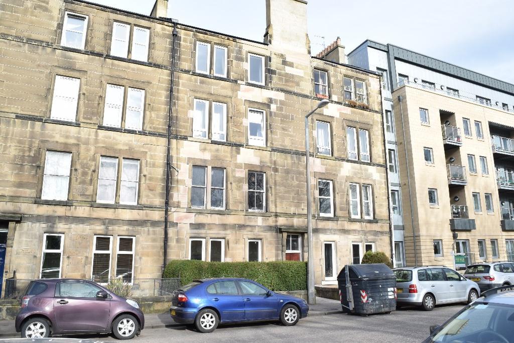 3 Bedrooms Flat for sale in Balcarres Street, Flat 2, Morningside , Edinburgh, EH10 5JD