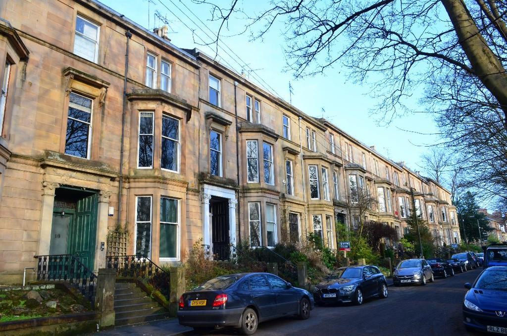 2 Bedrooms Flat for sale in Doune Gardens, Top Floor, North Kelvinside, Glasgow, G20 6DJ
