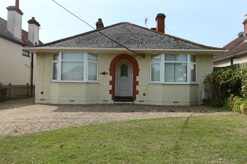 2 Bedrooms Detached Bungalow for sale in Gorleston Road, Oulton Broad, Lowestoft