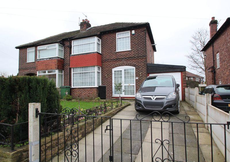 3 Bedrooms Semi Detached House for sale in Brinnington Road, Brinnington, Stockport