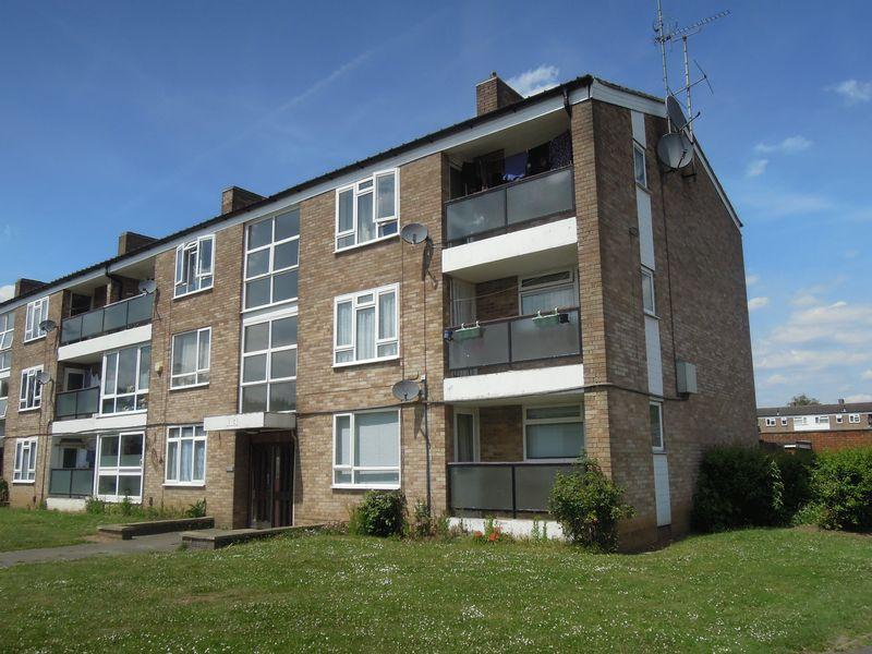 2 Bedrooms Flat for sale in Off Langley Road - 12 min WALK to Langley Station