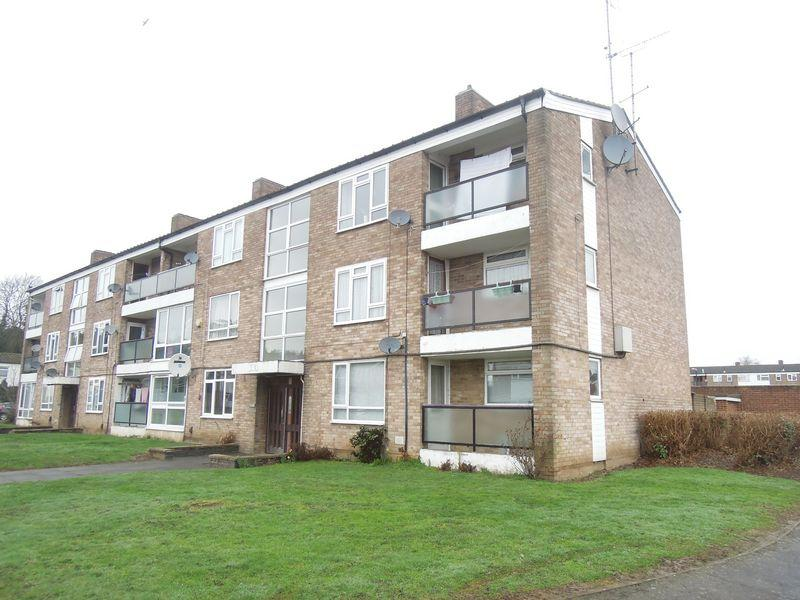 2 Bedrooms Flat for sale in Barchester Road - Close to Railway Station
