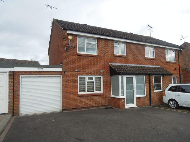3 Bedrooms Semi Detached House for sale in George Green - Extended
