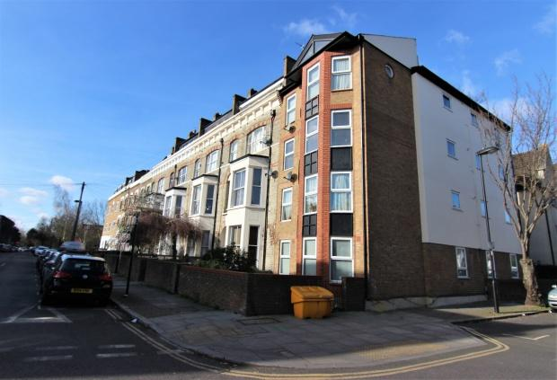 2 Bedrooms Apartment Flat for sale in 52 Davenant Road, London, N19