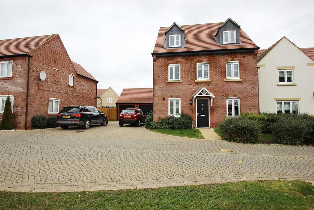 5 Bedrooms Detached House for sale in Goodwood Close, Chesterton OX26
